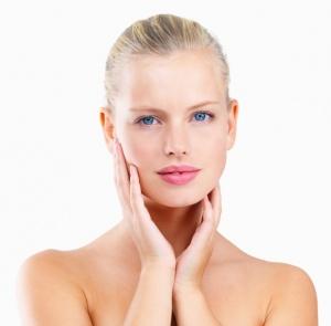 Увлажнение и питание кожи губ
